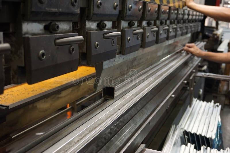 Presione la máquina en fábrica imagen de archivo