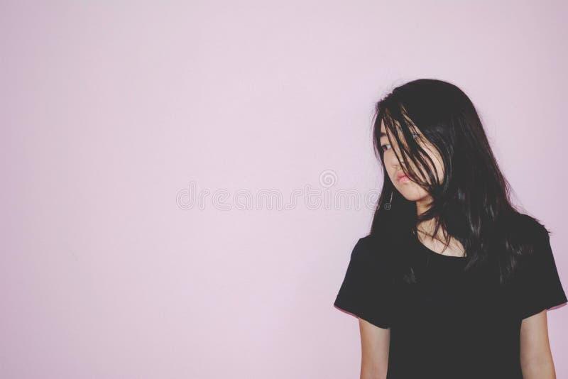 Presione y concepto derecho del abuso de la muchacha desesperada imagen de archivo