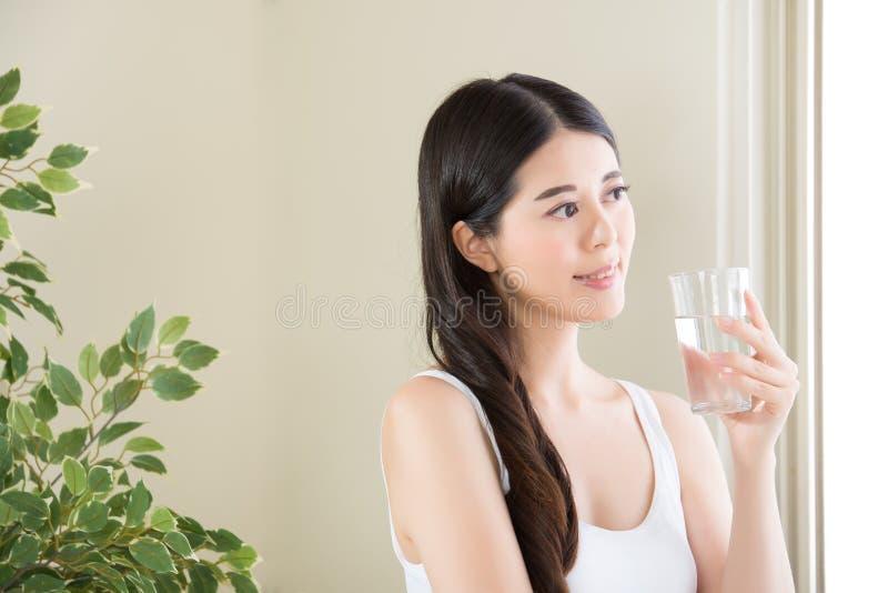 Presque milliard de personnes par année meurent de l'eau potable peu sûre photos stock