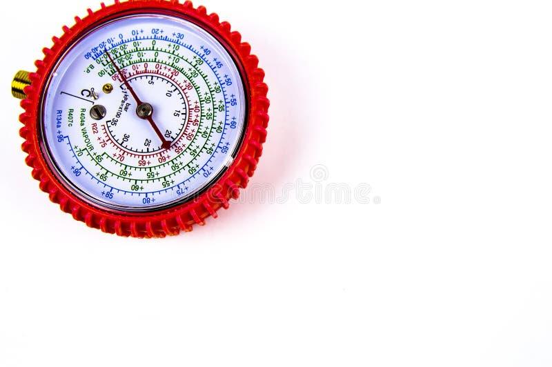 A pressão de gás de medição do manômetro para o reparo dos refrigeradores fotografia de stock royalty free