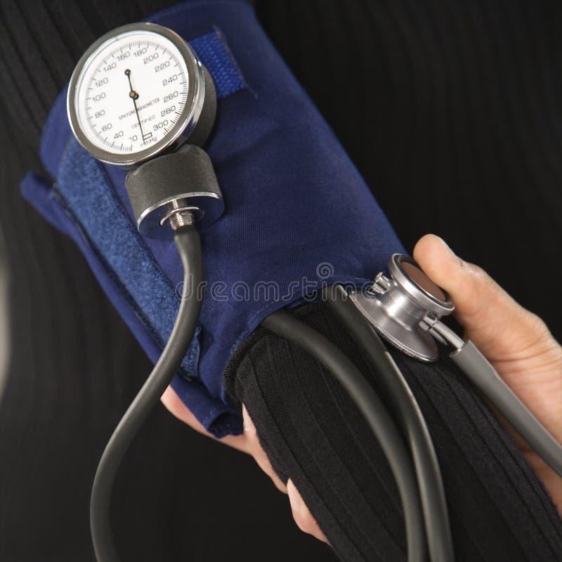 Pressão sanguínea do teste do doutor. foto de stock royalty free