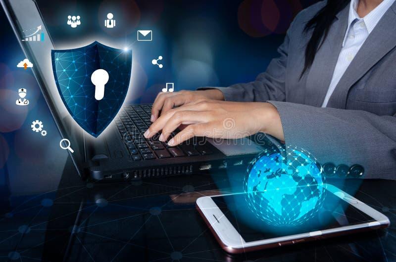 Press skriver in knappen på cyberen för sammanlänkningen för den abstrakta världen för teknologi för systemet för säkerhet för lå royaltyfria bilder