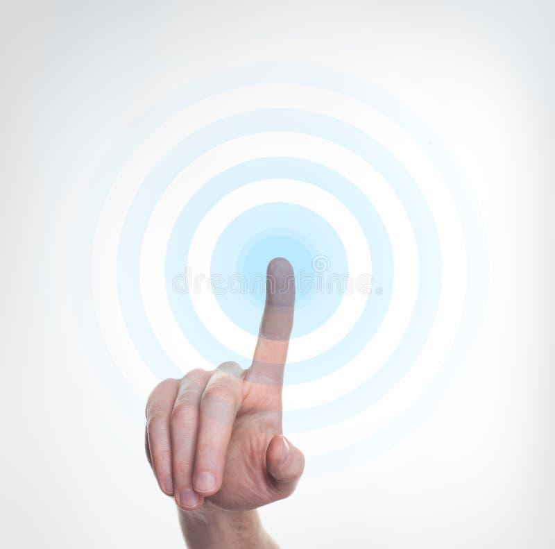 Presse de main sur le bouton bleu images libres de droits