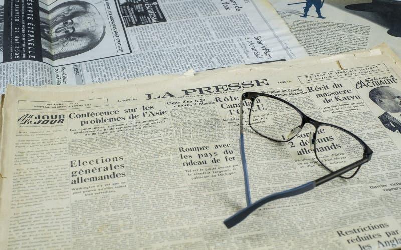 Presse för tappningMontreal La tidning royaltyfria bilder