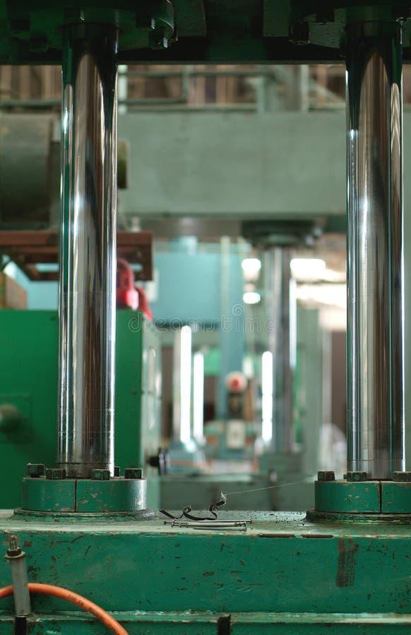 Presse hydraulique à l'usine images stock