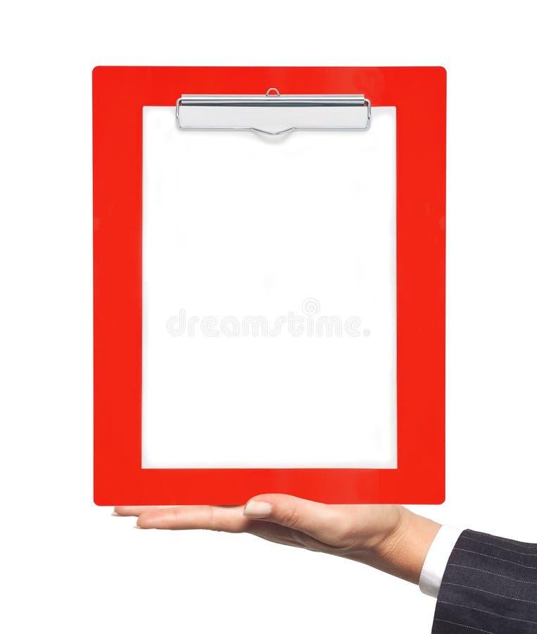 Presse-papiers avec le papier blanc chez la main de la femme d'isolement sur le blanc photo stock