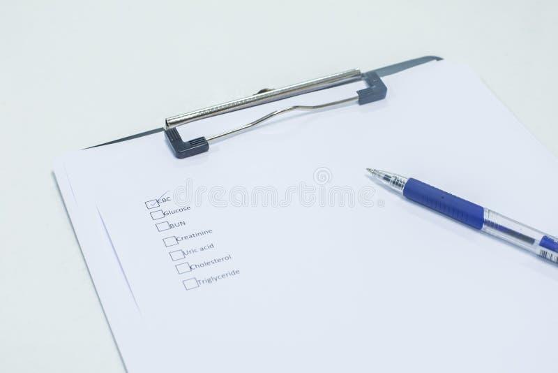 Presse-papiers, stylo image libre de droits