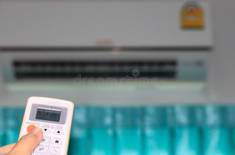 Presse, zum der Klimaanlage zu öffnen stockfotos