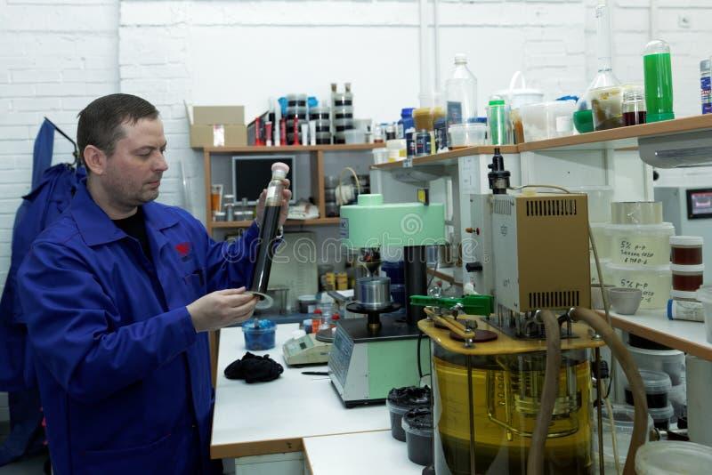 Pressione a excursão à produção de lubrificantes foto de stock royalty free