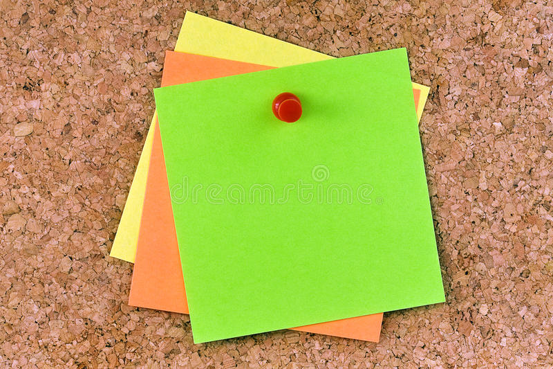 A pressione impilato di Post-it colorato spazio in bianco fotografie stock
