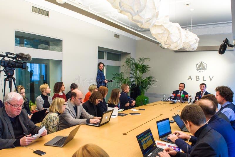 Presskonferens på ABLV-banken arkivfoton