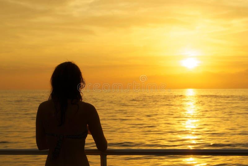Prestando atenção ao por do sol fotografia de stock royalty free