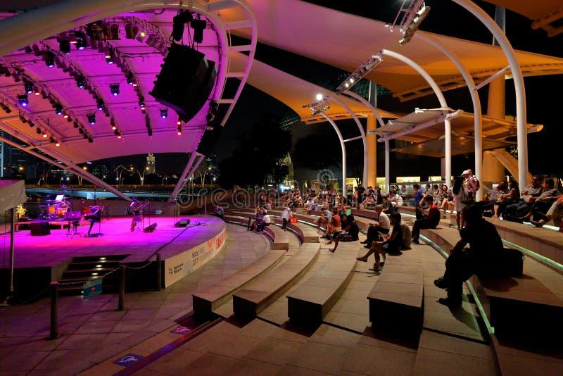 Prestaties bij Promenade Openluchttheater Singapore stock foto's