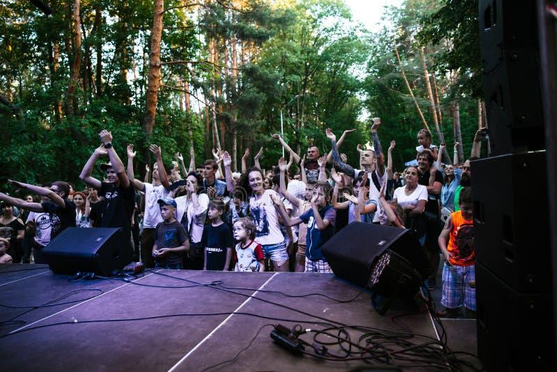 Prestaties van de popgroep ` Chumatsky Shlyakh ` 10 Juni, 2017 in Tcherkassy, de Oekraïne royalty-vrije stock afbeelding