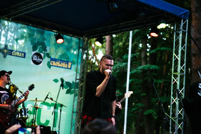 Prestaties van de popgroep ` Chumatsky Shlyakh ` 10 Juni, 2017 in Tcherkassy, de Oekraïne stock foto