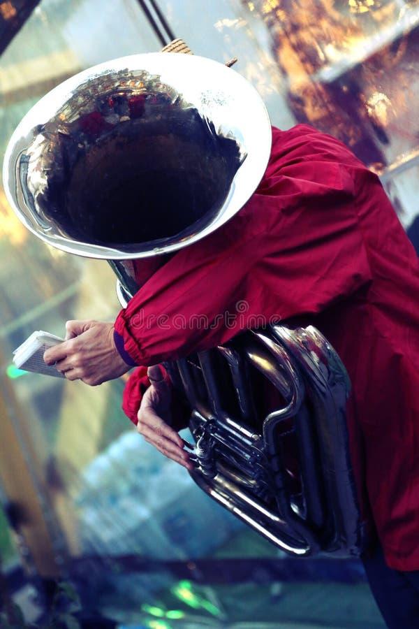 Prestaties van een jazzband stock afbeeldingen