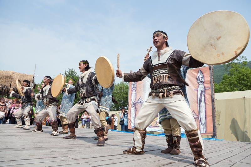 Prestaties van KORITEV - Ensemble van de de Jeugddans van Kamchatka het Nationale stock fotografie