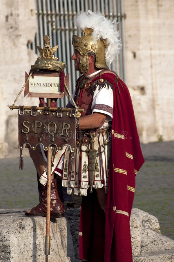 Prestaties van Roman gladiatoren in Colosseum stock foto's