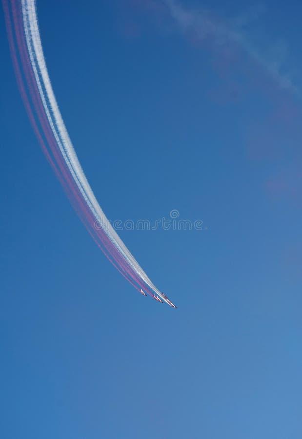 Prestazione aerea nella manifestazione acrobatica militare fotografia stock libera da diritti