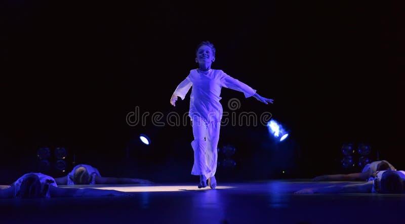 Prestazione del gruppo di ballo del ` s dei bambini, fotografia stock