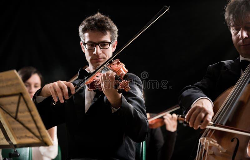 Prestazione dell'orchestra di archi fotografie stock libere da diritti
