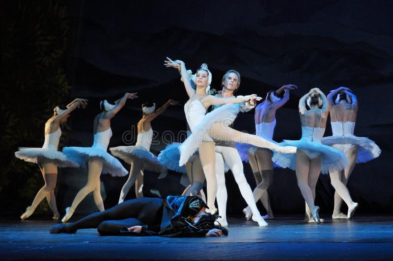 Prestazione di balletto classico in un teatro fotografia stock libera da diritti