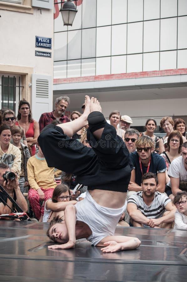 prestazione di dancing della donna di jazz moderno fotografia stock libera da diritti
