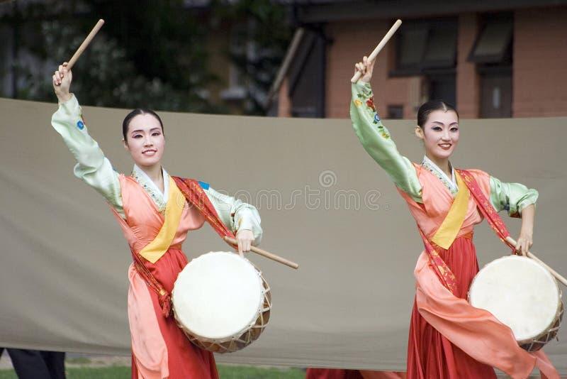 Prestazione etnica coreana di ballo fotografia stock