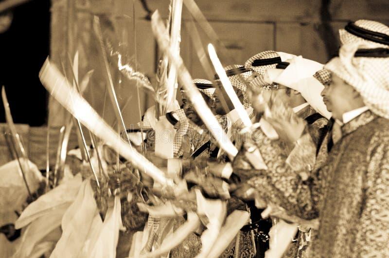 Prestazione saudita di folclore in Al-Masmak sul celebrati fotografie stock libere da diritti