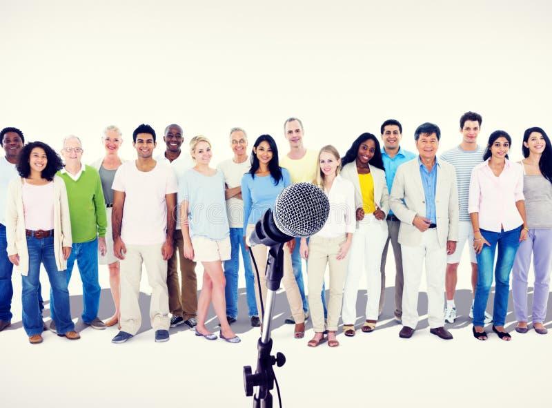 Prestazione Team Friendship Broadcasting Concep della gente di diversità fotografia stock