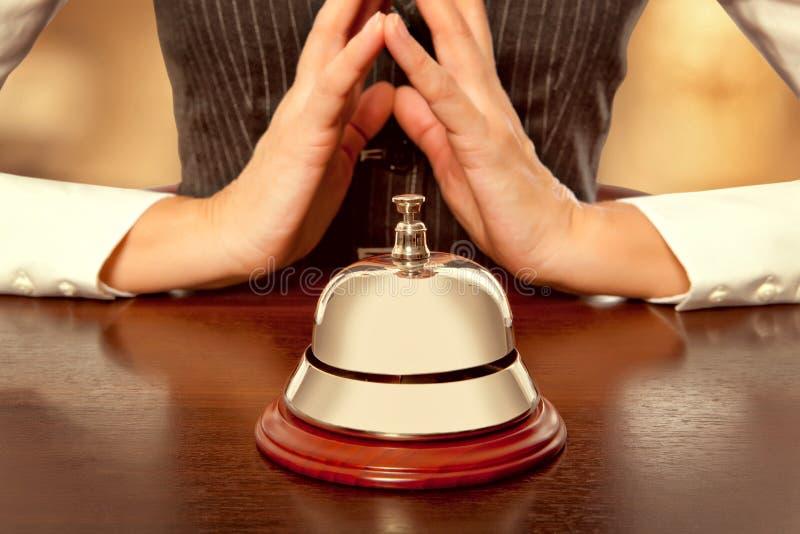 Preste serviços de manutenção ao sino no hotel fotografia de stock royalty free