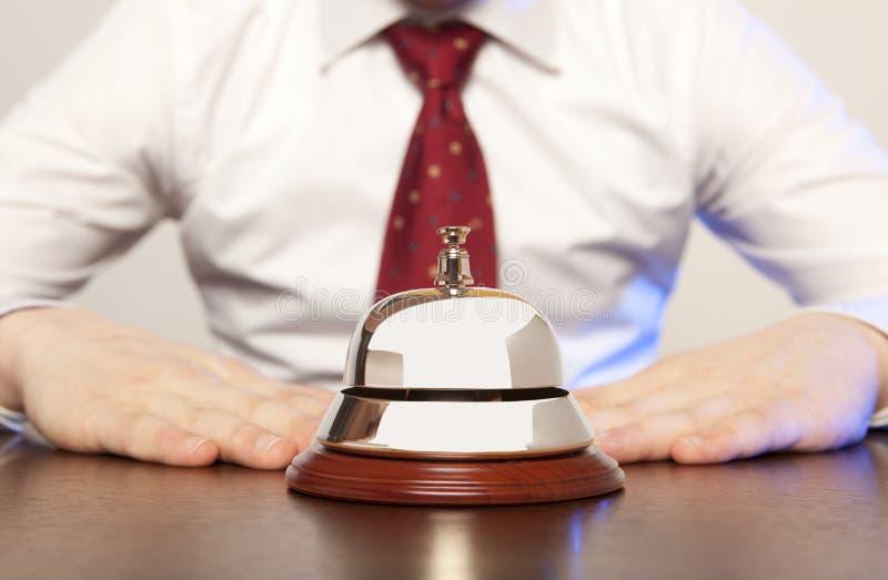 Preste serviços de manutenção ao sino no hotel foto de stock royalty free