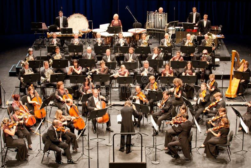 Presteert Symphonic Orkest van Savaria stock foto