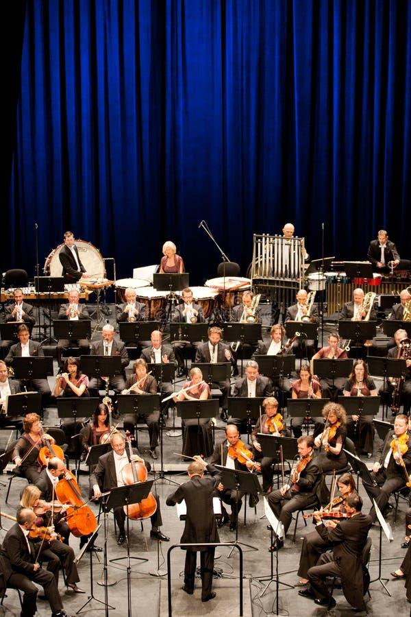 Presteert Symphonic Orkest van Savaria stock fotografie