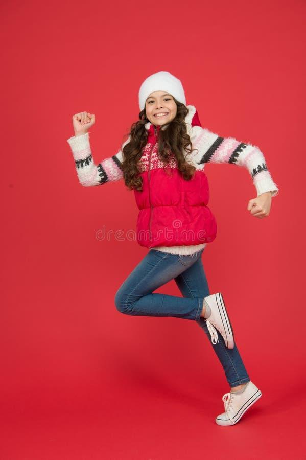 Presto, le vacanze invernali attività invernale per bambini infanzia felice bambino allegro e libero pieno di energia fotografie stock