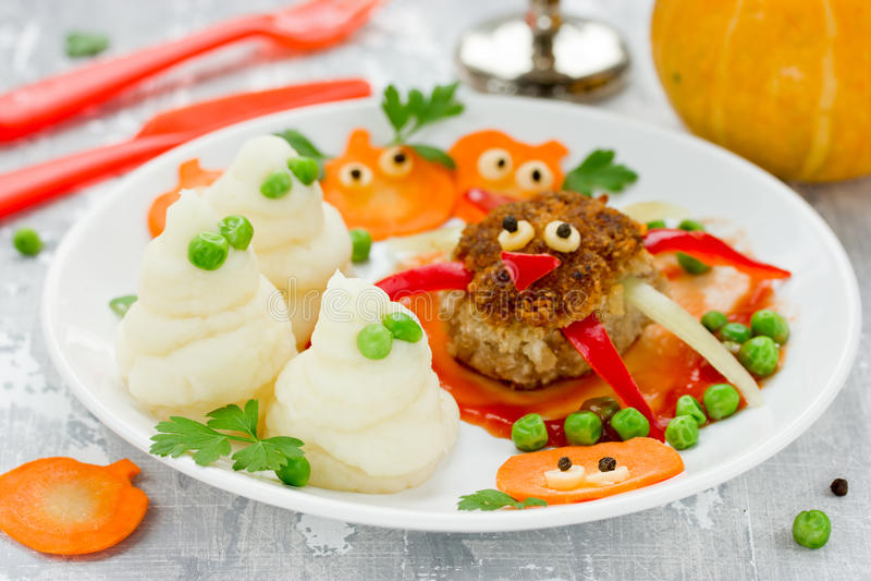 Pret en gezond idee voor jonge geitjeslunch of diner op halloween maaltijd stock afbeelding - Idee gezellige maaltijd ...