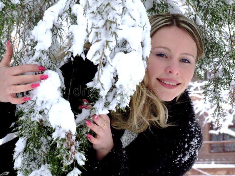 Pret en mooi meisje, de winter stock afbeeldingen