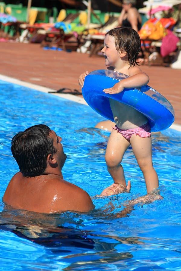 Pret in zwembad royalty-vrije stock foto