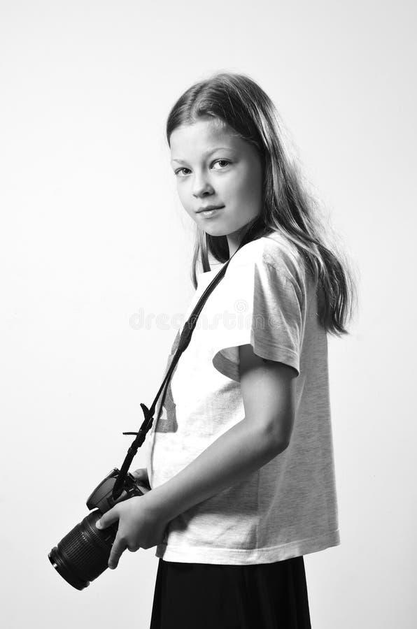 Preteen dziewczyna z slr kamerą obraz stock