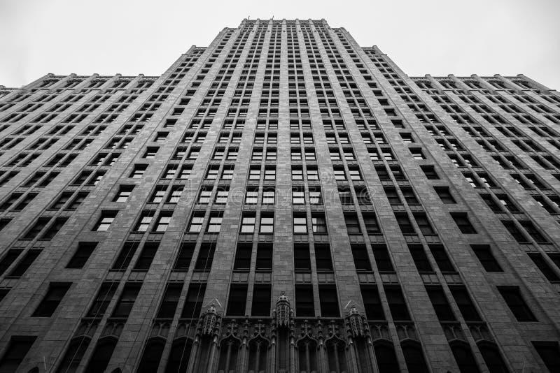 Preto e branco de uma construção alta em San Francisco California imagens de stock