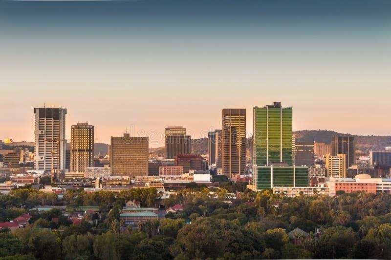 Pretoria Tshwane, Sydafrika - April 17th, 2016 Soluppgångsikt av centrumhorisont arkivfoton