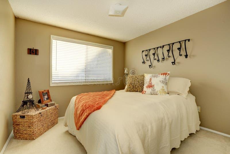 Download Pretty gentle bedroom stock image. Image of bedding, comfortable - 39022651