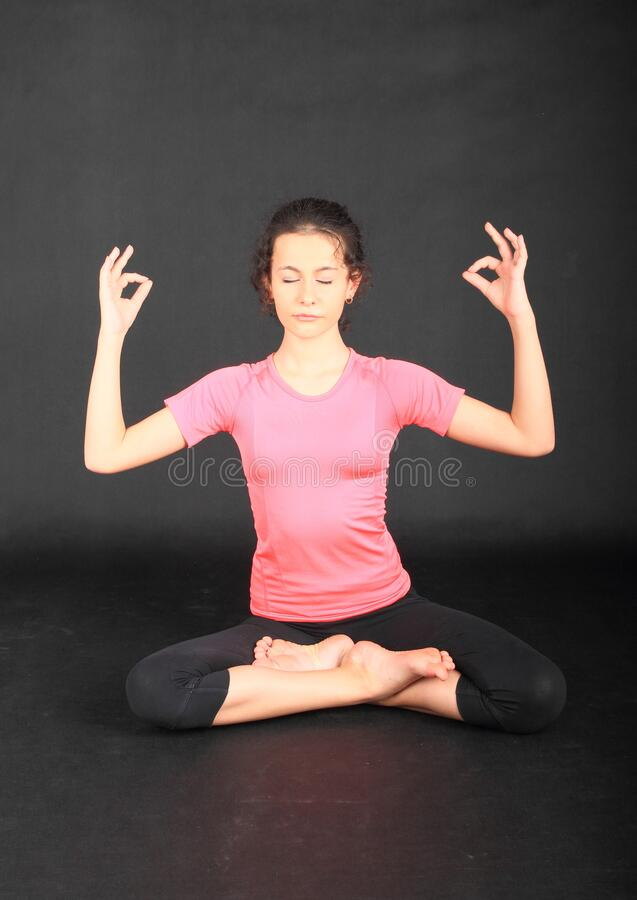 Free Pretty Girl Exercising Yoga - Lotus Pose Royalty Free Stock Images - 186722809