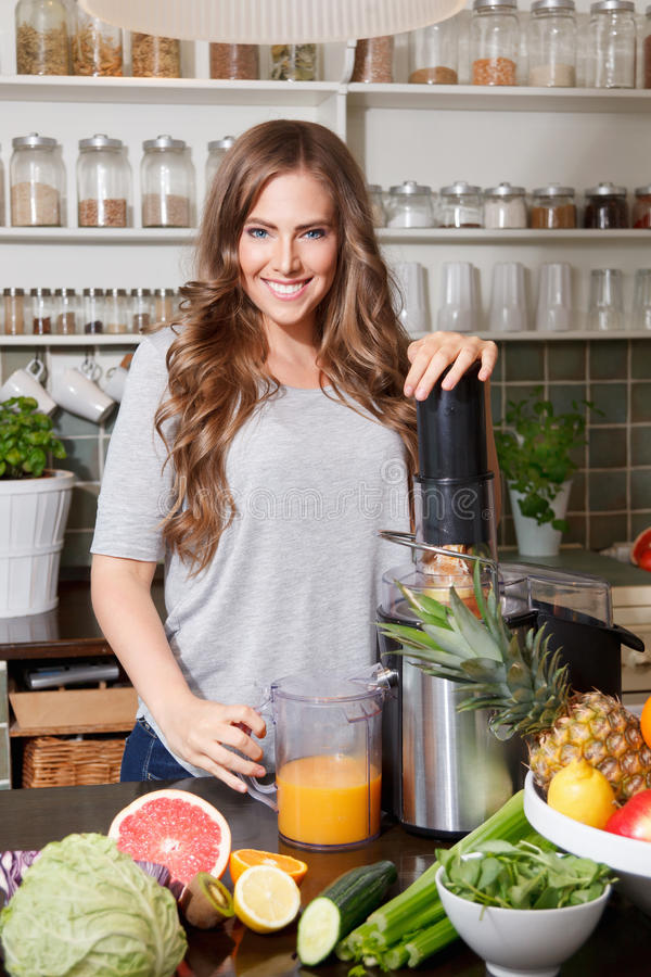 Free Pretty Woman Making Detox Juice Royalty Free Stock Images - 54882589