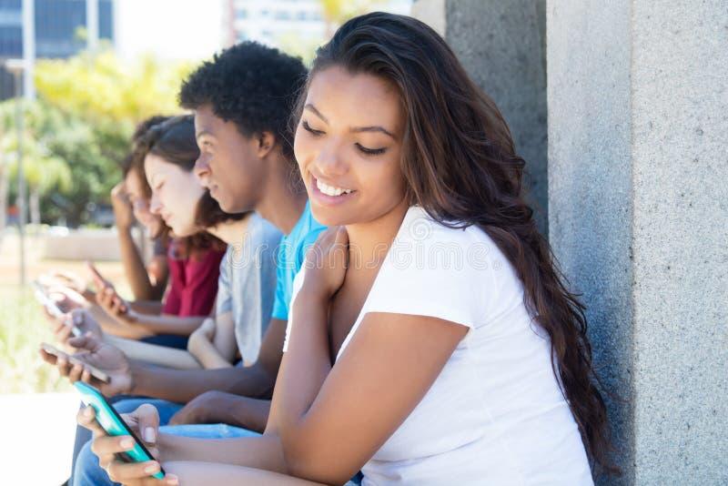 Подростков игры телефон — стоковое фото © genika #144680025.
