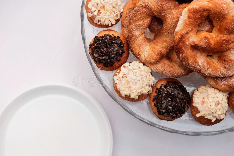 Pretzels en koekjes met suikerglazuur royalty-vrije stock fotografie