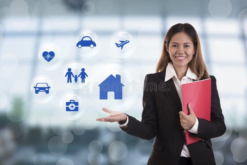 Prevenção de acidentes do botão da pressão de mão do agente do vendedor do negócio foto de stock