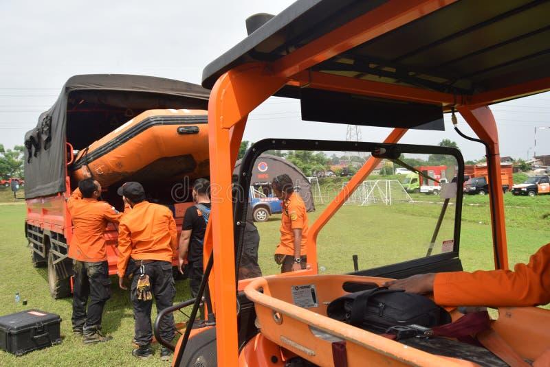 Prevenção de desastre da prontidão de Apel guardada no campo Semarang de Simongan imagem de stock