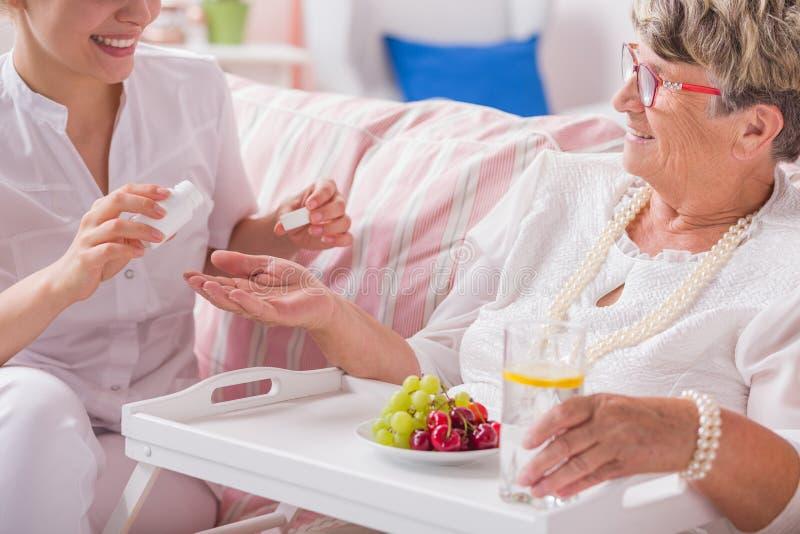 Preventivpillerar för daglig terapi arkivbilder