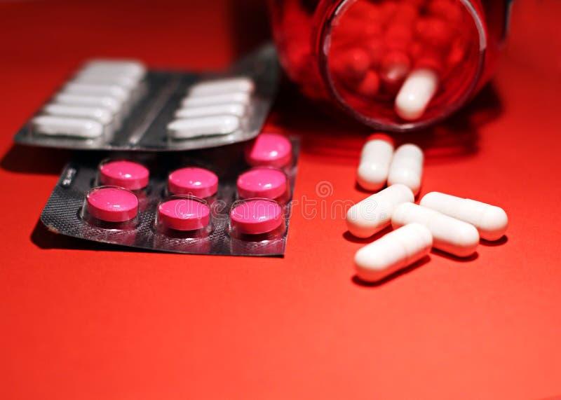 Preventivpillerar och annan förgiftar för olagliga dopa behandligar Apotekantibiotikum och lyckodrog arkivfoto